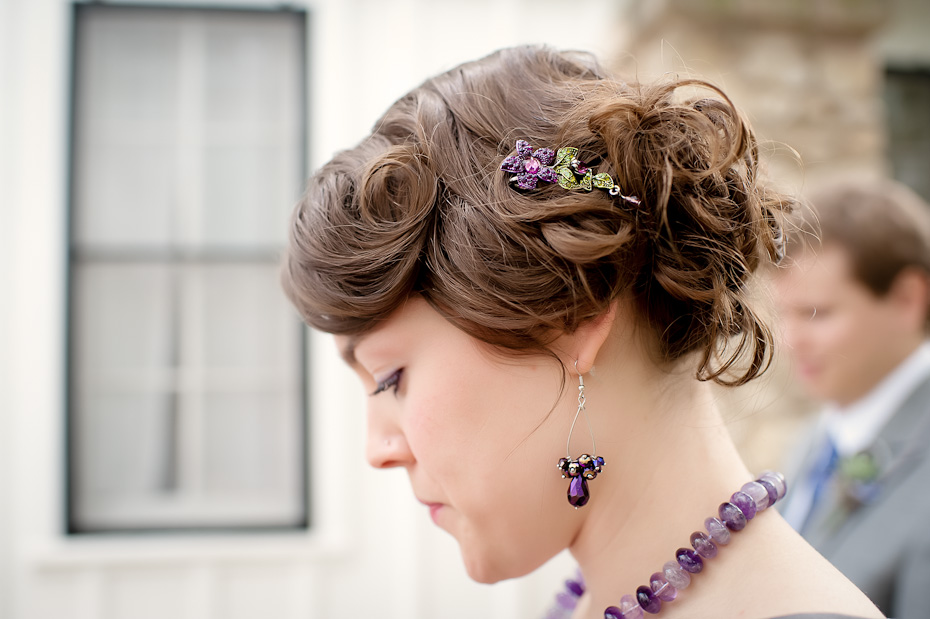 wedding detail photo bridesmaid hair clip