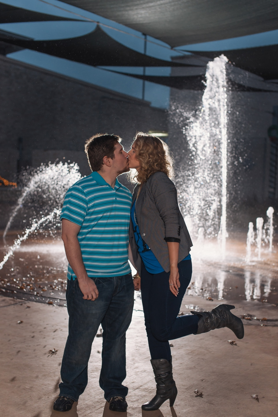 engagement session portrait in front of a fountain